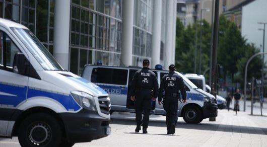 Китайских туристов задержали за нацистское приветствие у Рейхстага