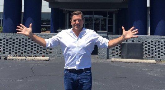 Ведущего Fox News отстранили от работы за отправку непристойных снимков коллегам