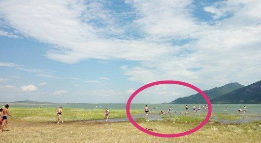 Надувной матрас перевернулся из-за ветра на озере под Боровое: Две девушки утонули