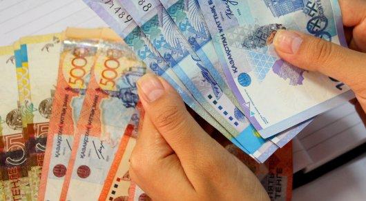Доход по тенговым депозитам выше убытков от девальвации - экономист