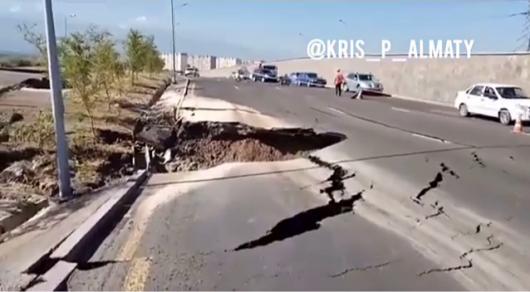 Обрушение дороги в районе спецЦОНа в Алматы: коммунальщики озвучили сроки окончания ремонта