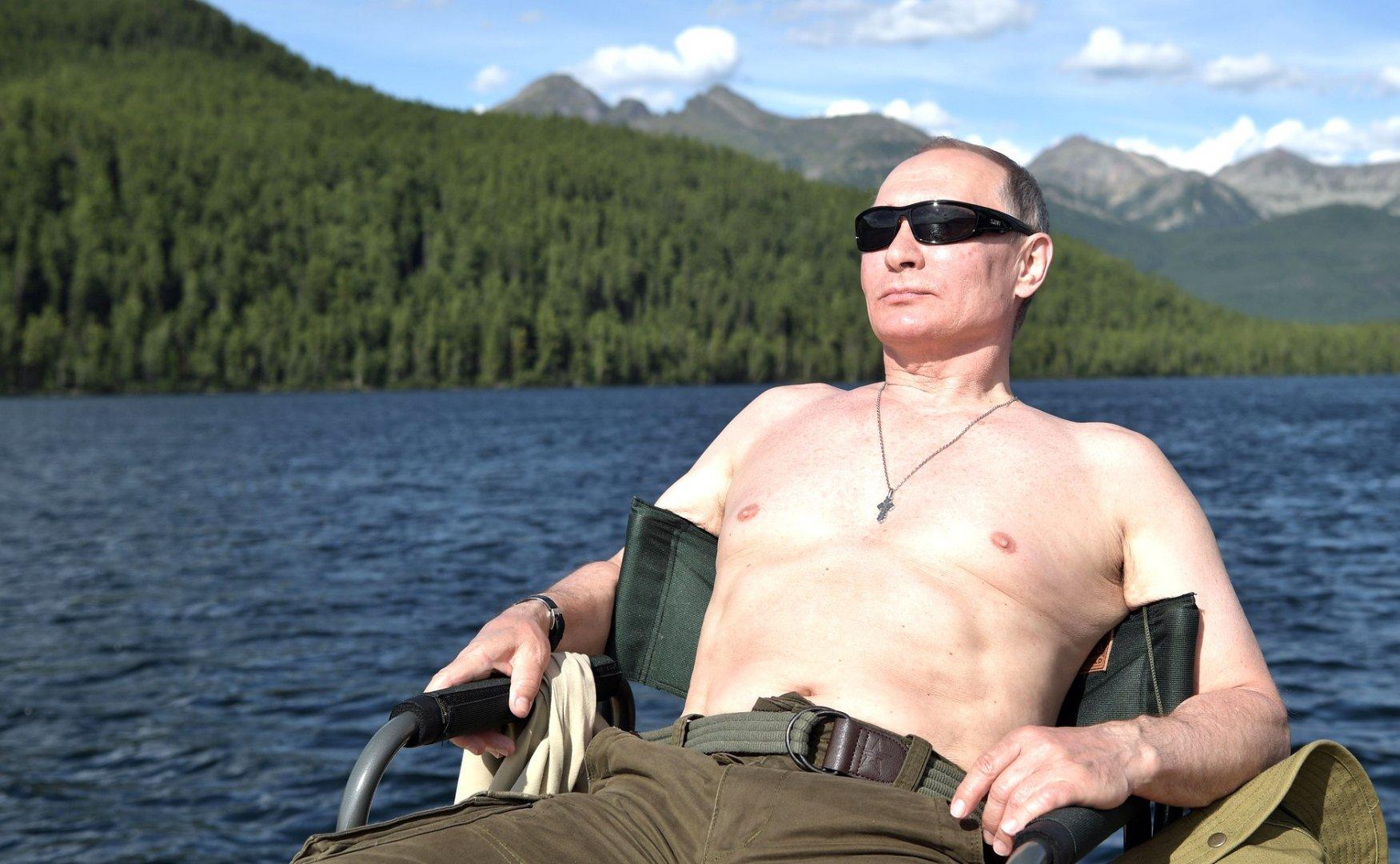 Активным и насыщенным отдыхом в туве путин демонстрирует, что россия сильная, богатая и самодостаточная страна (судя по богатому улову).