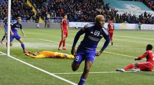 Три клуба из Англии борются за нападающего