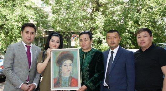 Уникальные портреты Сары Тастанбеккызы переданы Казахстану