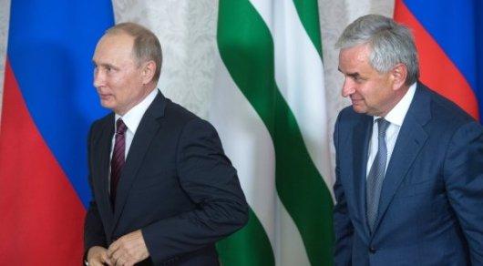 Президенты Украины и Грузии осудили визит Путина в Абхазию
