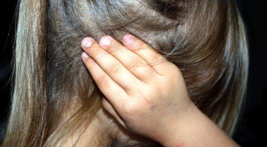 5-летнюю жертву педофила из Сатпаева выписали из больницы