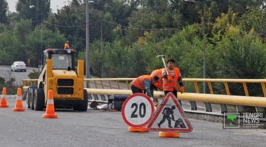 Депутат объяснил, почему на дорогах Алматы начался ремонтный бум