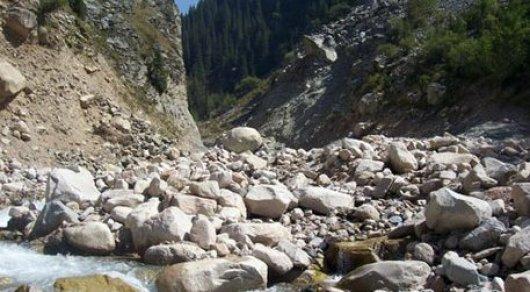Угроза схода селя объявлена в горах Алматы
