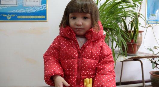 Родные обнаруженной на улице в Астане маленькой девочки до сих пор не найдены