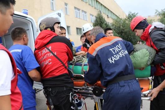 Альпинист попал под камнепад в горах близ Алматы