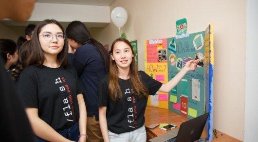 С главой Google встретились казахстанские школьницы, выигравшие конкурс в Силиконовой долине