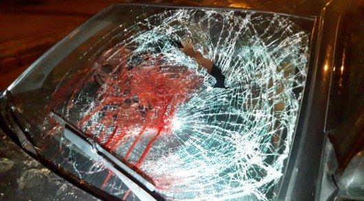Кровавая авария в Алматы: Мопед на полном ходу на повороте врезался в легковушку
