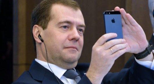 Дмитрий Медведев поделился фотографиями ночной Астаны