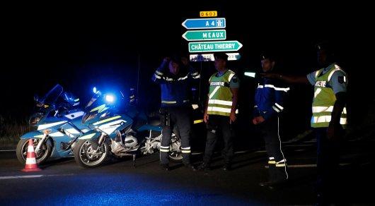 Автомобиль протаранил пиццерию во Франции, погибла девочка