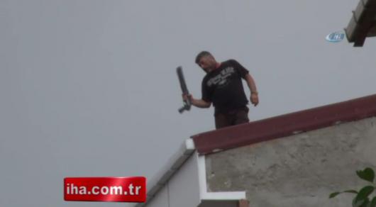 Вооруженный мужчина устроил стрельбу с крыши в Стамбуле - СМИ
