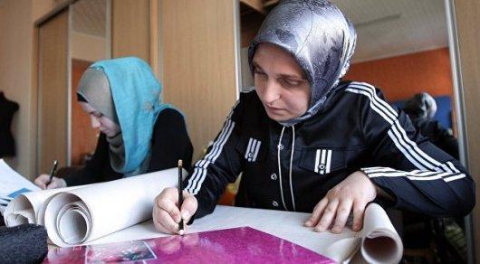 Школьницам в Таджикистане запретили носить хиджабы и мини-юбки