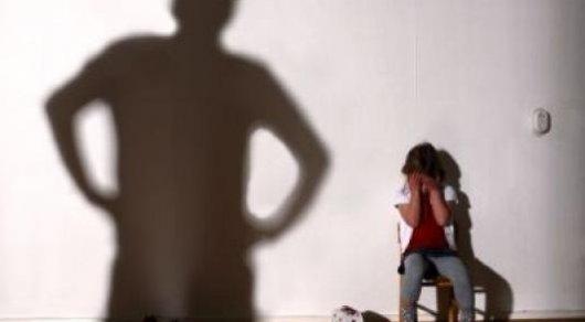 Отец с ножом напал на 5-летнюю дочь в Караганде: Мать рассказала подробности