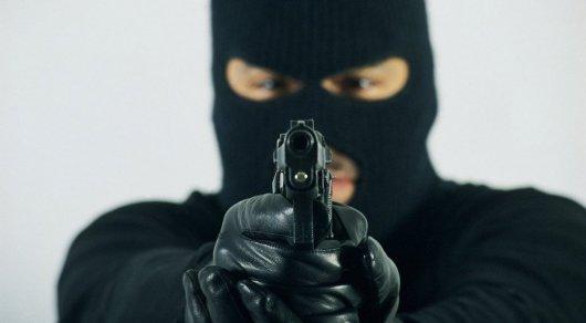 Полицейский организовал ограбление пенсионеров в Павлодарской области