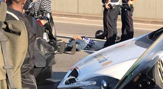 Автомобиль совершил наезд на полицейских в Барселоне