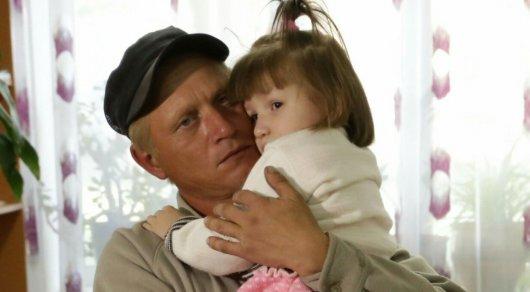 Отец найденной в Астане девочки: Моя дочь - все, что у меня есть