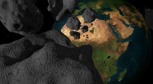NASA показало сближение огромного астероида с Землей