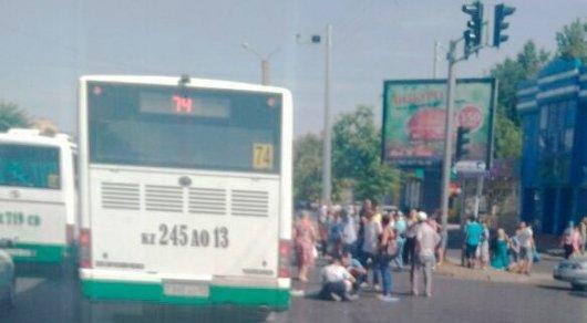 Автобус задавил пешехода в Шымкенте: Девушка находится в реанимации