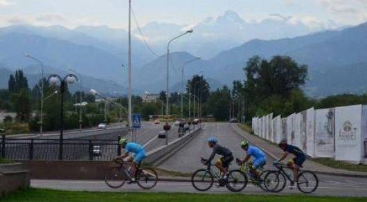 На старт гонки Tour of World Class Almaty вышло 800 участников
