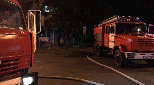 В центре Алматы горит здание