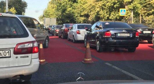 Красные полосы на дорогах в Астане объяснили в полиции