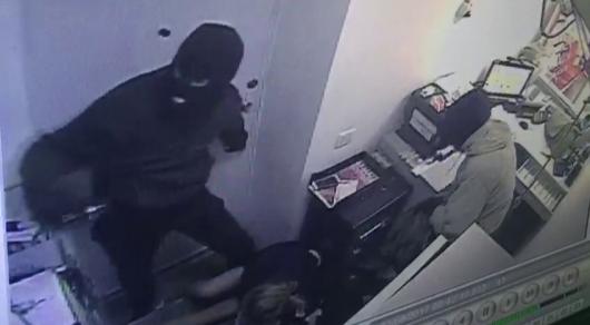 Разбойное нападение на отделение Kaspi Bank в Талгаре: грабители проникли через крышу