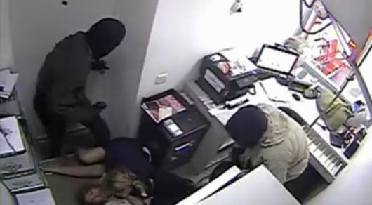 Ограбление банка в Талгаре: очевидцы рассказали подробности