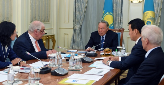 Назарбаев встретился с руководством АО