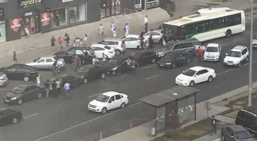 Массовое ДТП в Астане с автобусом: Пострадало около 10 автомобилей