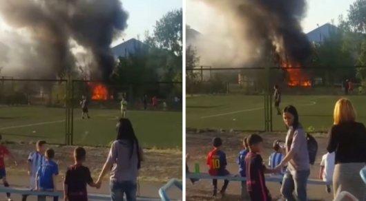 Автобус загорелся возле школы в Экибастузе