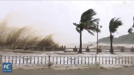 Появилось видео мощнейшего тайфуна Hato, обрушившегося на китайский Макао