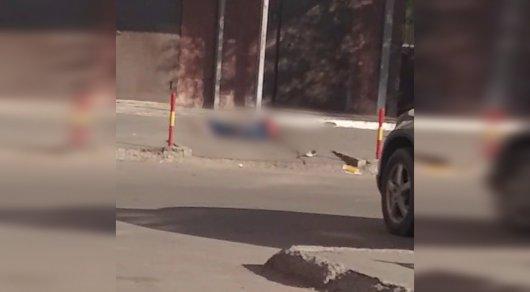 Женщина и годовалый ребенок упали с многоэтажки в Астане