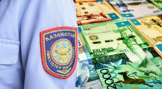 Полицейского задержали в Атырау за получение взятки