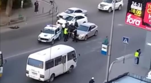 Жители Семея накинулись на водителя, сбившего на