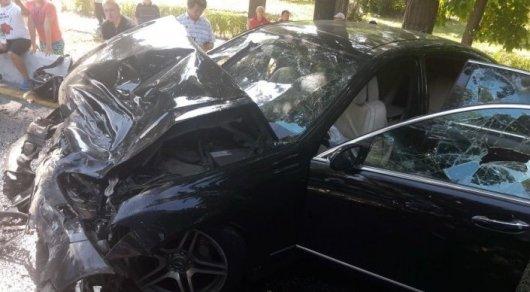 ДТП с автобусом и Mercedes в Алматы: один человек остается в тяжелом состоянии