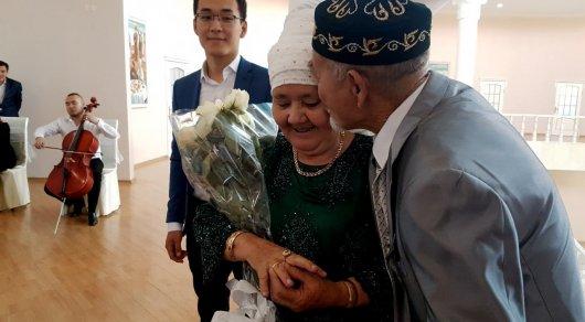 Секреты хорошей келин: Изумрудную свадьбу отметили 70-летние жители Алматы