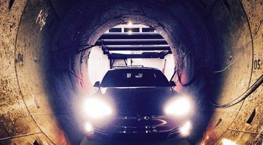 Илон Маск спустил Tesla в тоннель под Лос-Анджелесом