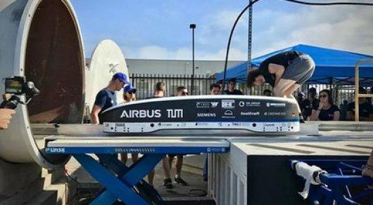 Илон Маск показал капсулу Hyperloop, которую разогнали до рекордных скоростей