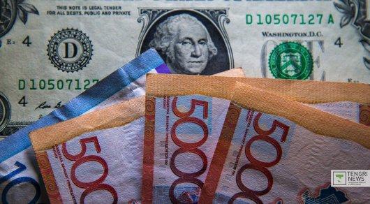 Нацвалюта ослабла до 335 тенге за доллар