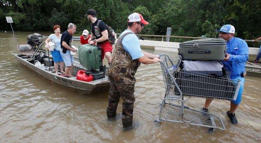 """""""Вернемся в дома, как откроют дороги"""". Как казахстанцы в Хьюстоне пережили ураган """"Харви"""""""