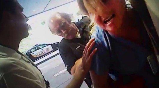 Медсестру заковали в наручники за отказ нарушить закон в США