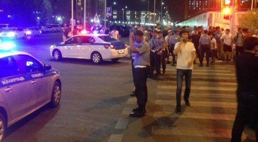 Инцидент с иностранными рабочими в Астане: 8 человек доставлены в УВД