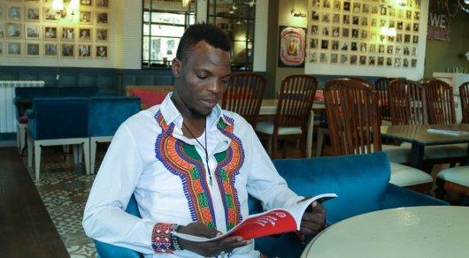 Музыкант из Нигерии создал группу в Астане и поет на казахском