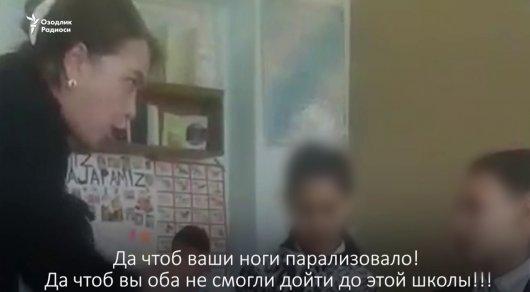 Ласкает учительницу во время урока видео