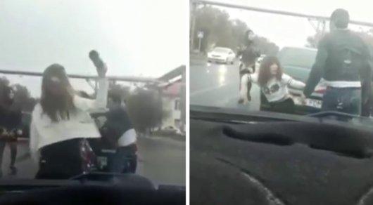 Мужик на авто снял парня видео