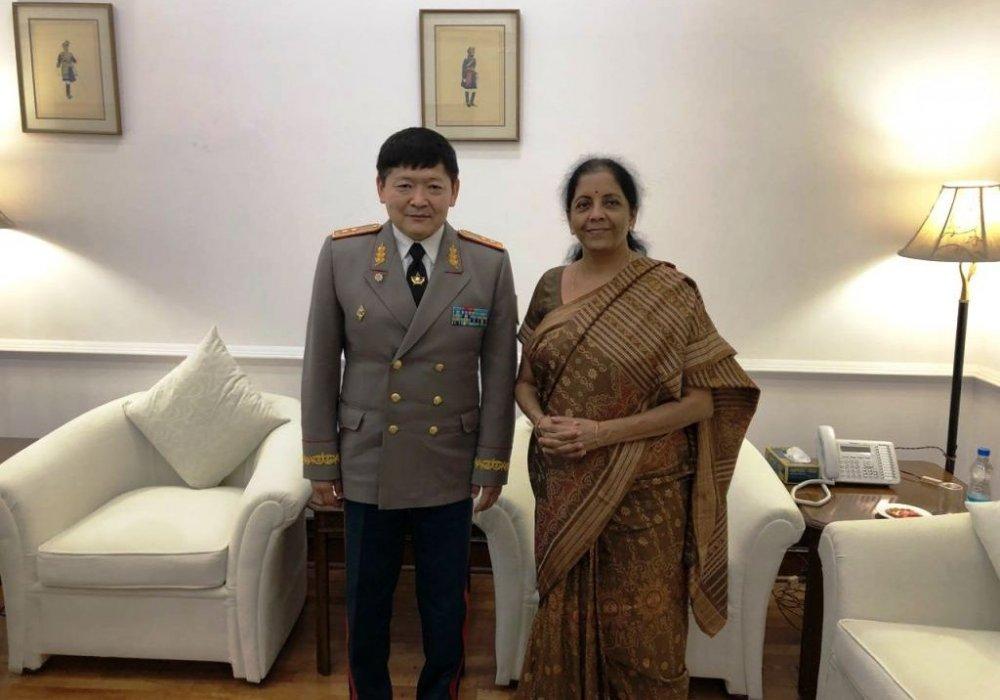 Мундир VS сари: как министр обороны Индии принимала казахстанских военных